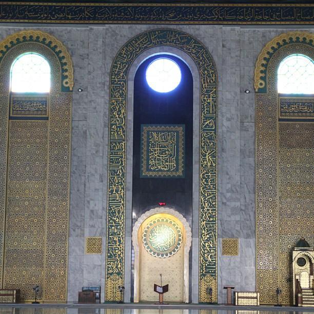 アル アクバル モスク内部 - バリ島インスタグラム