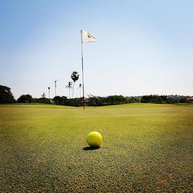 バリ島は今日もいい天気です!バリナショナル16ホールにて。#バリ島 #バリ島ゴルフ #リゾートゴルフ #南国ゴルフ #海外ゴルフ #ゴルフ #ゴルフ旅行 #balinational #baligolf #bali#golf️ #lovegolf - バリ島 ゴルフ
